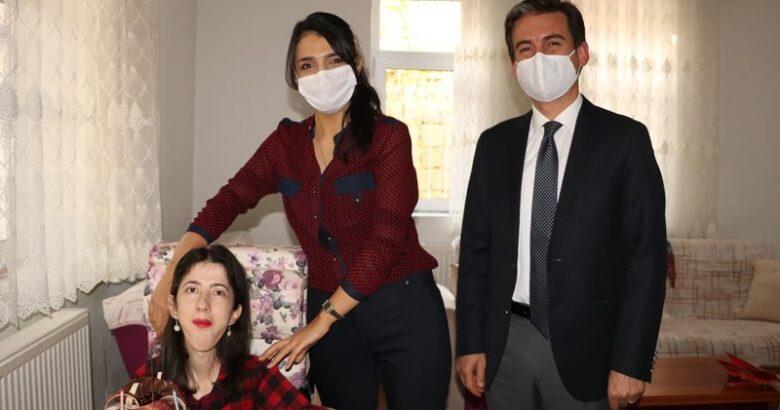 Büşra'yı doğum gününde yalnız bırakmadılar