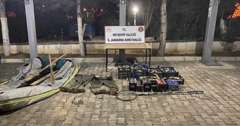 JANDARMA ELEKTRİKLE BALIK AVLAYANLARA GEÇİT VERMEDİ