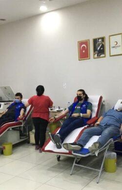 Gençlik merkezinden kan bağışı