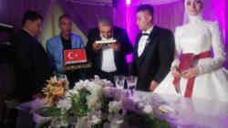 Başkan Kaya yeni çiftlere Kuranı Kerim hediye etti