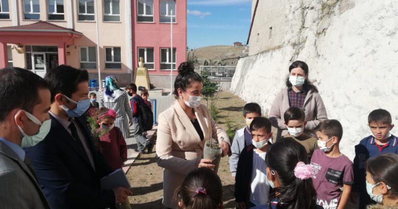 Acıgöl 12 okula fidan dağıtıldı