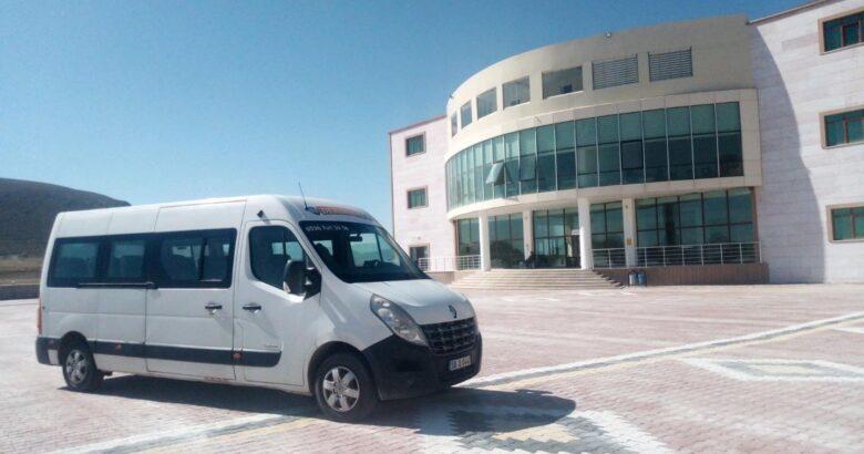 Aksoy'dan üniversite öğrencilerine ücretsiz okul servisi
